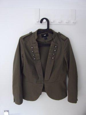 Süße Jacke im Militärstil