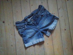 Süsse Jeans Shorts mit Waschung von Yessica Gr. 40 Top