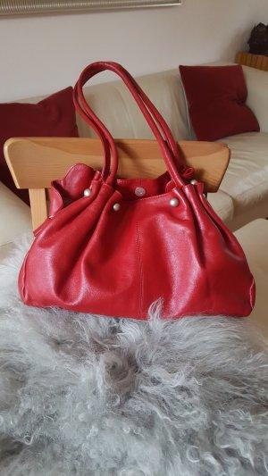 Süße kirschrote Handtasche mit vielen Fächern