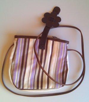 Süße kleine gestreifte Schultertasche in flieder und Brauntönen