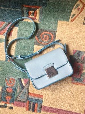 Süße kleine Tasche von Zara in baby blue mit silberner Schnalle