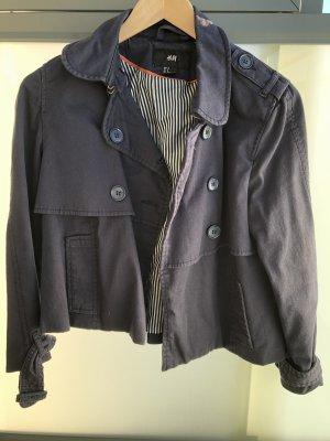 Süße kurze Trenchcoat-Jacke