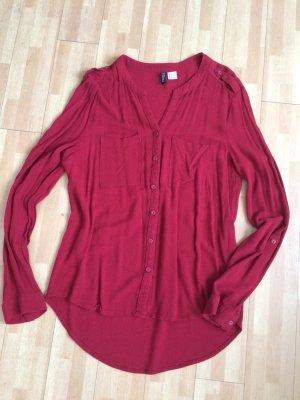 Süße, leichte, rote Bluse