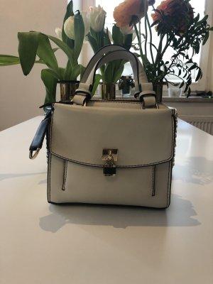 Süße Minitasche in Creme mit Farbdetails von Zara