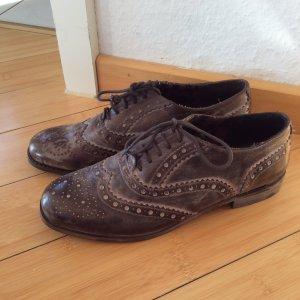 Süße, neue Dandy Schuhe aus Leder im Usedlook, braun, mit gewollter Patina
