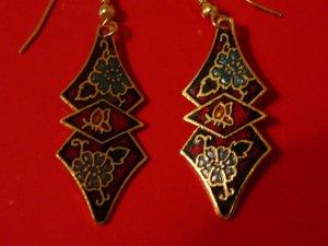 Süße Ohrringe / Ohrhänger, rot mit blauen Blüten, 1 x getragen