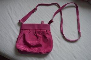 Süße, pinke Handtasche