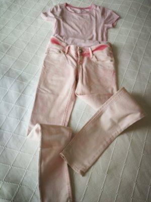 süße rosa Jeans mit Batikwaschung