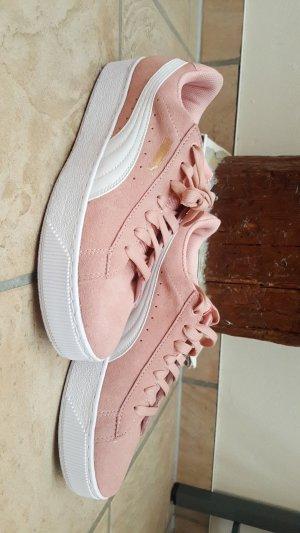 süße, rosa puma schuhe
