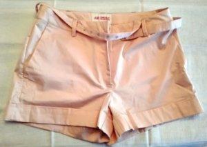 Süße rosa Shorts mit Gürtel
