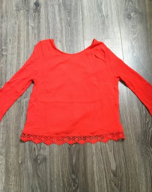 Süße rote Bluse mit Rückenausschnitt