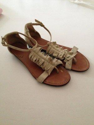 Süße Sandale aus Velourleder