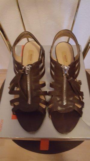 süße Sandale mit Absatz