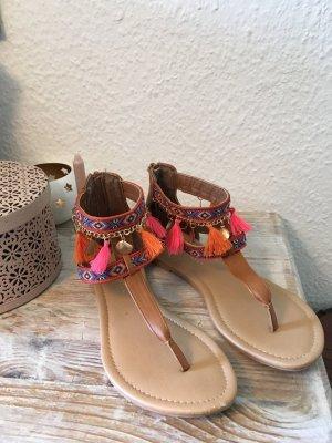 Süße Sandalen im Boho-/Ethnostyle neu