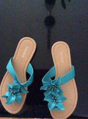Süße Sandalen in türkis