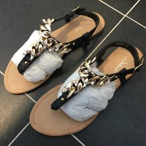 Süße Sandalen mit Kettendesign