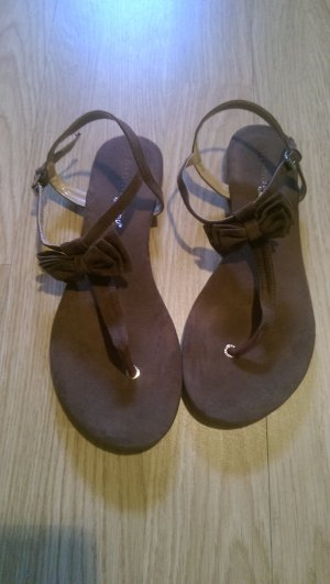 Sandalo con cinturino marrone
