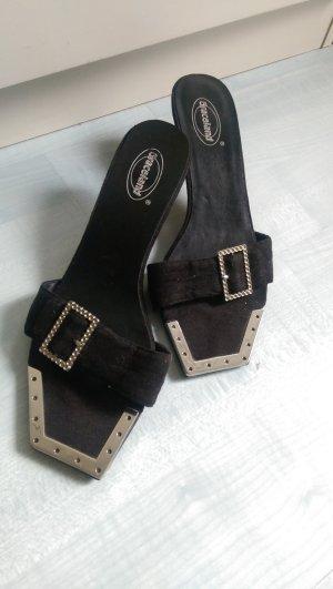 Süße Sandalen mit Schnalle