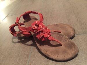 Süße Sandalen mit steg