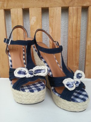 Süße Sandalette im naturellen Look