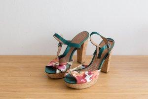 Süße Sandaletten mit Korkabsatz von Bata