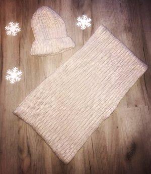 Süße Schal-Mütze-Kombination aus Strick von Pimkie in nude/beige