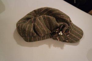 Süße Schirmmütze, Mütze, graubraun  mit Blume, Gr. 56, wie NEU