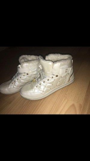 Süße Schuhe mit Strass und Fake fur