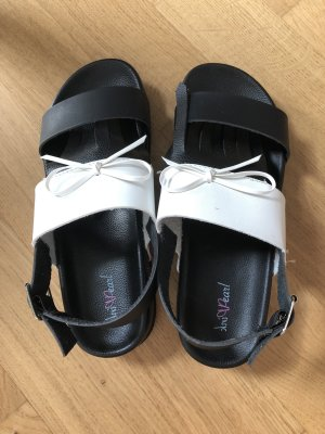 Pink Pearl Beach Sandals white-black
