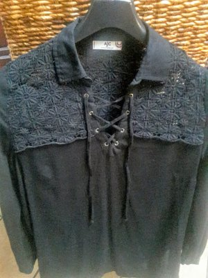 Süße schwarze Bluse