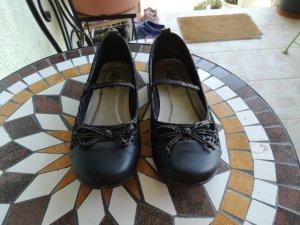 Süße schwarze Schuhe