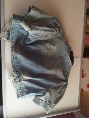 süße Shirt-Jeansweste