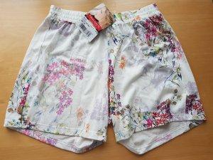 Süße Short mit Blümchendruck NEU Größe 36 - 84% Reduziert- OP: 24,95 € (Loungewear - Nina von C.)
