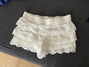 Süße Shorts mit Rüschen