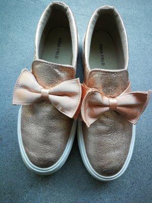 süße Sneaker in rosegold