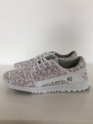 Süße Sneaker mit Flower-Print
