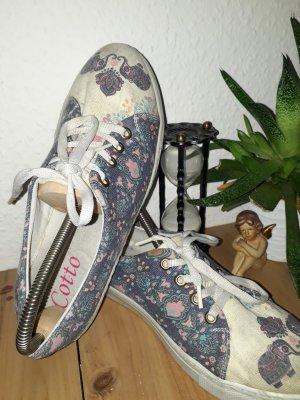Süße Sneakers