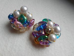 Earclip multicolored synthetic material