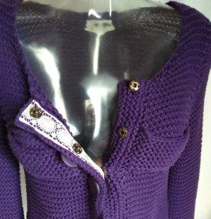 süße Strickjacke mit vielen schönen Details!