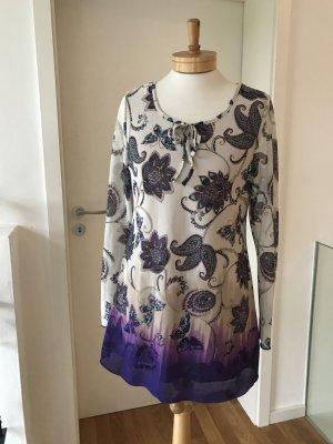 Süße Tunika-Bluse mit floralem Muster und Schmetterlingen