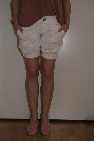 Süße weiße Ballon-Shorts