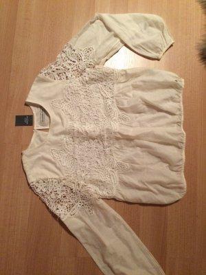 süße weiße Bluse mit Stickerei