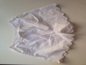 Süße weiße Shorts mit Spitze