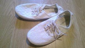 Süße weiße Sneaker in Häkeloptik von H&M