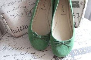 Süße Wildleder-Ballerinas in grün