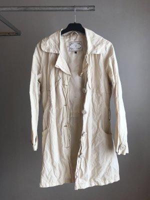 Süßer Beiger Mantel