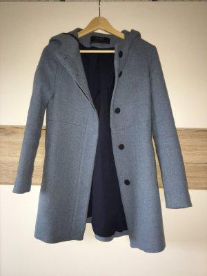 Süßer blauer Mantel von ZARA