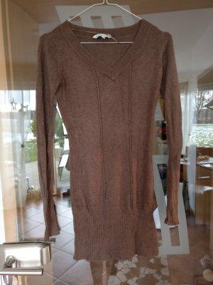 Süßer brauner Pullover