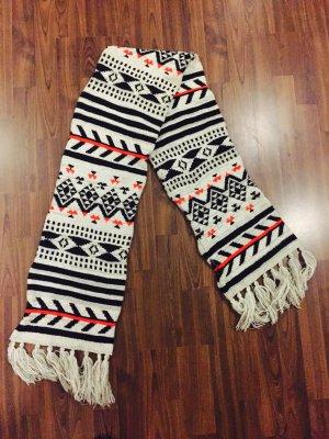 Süßer gemusterter Schal