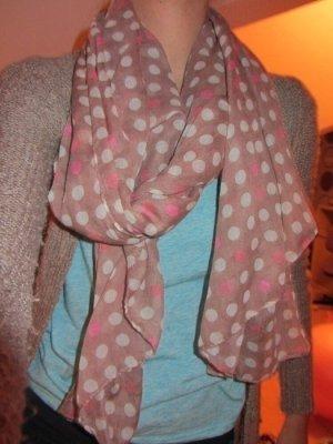 Süßer gepunkteter Schal